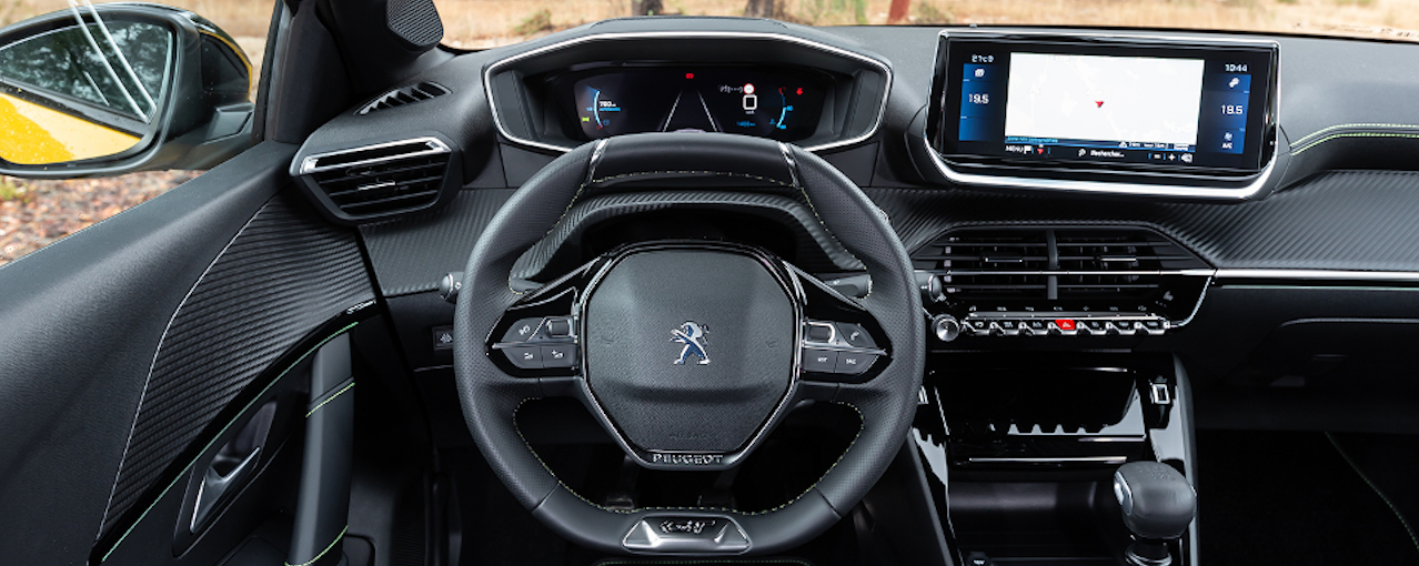 Peugeot 208 interiér, auto roka, plná výbava, super cena