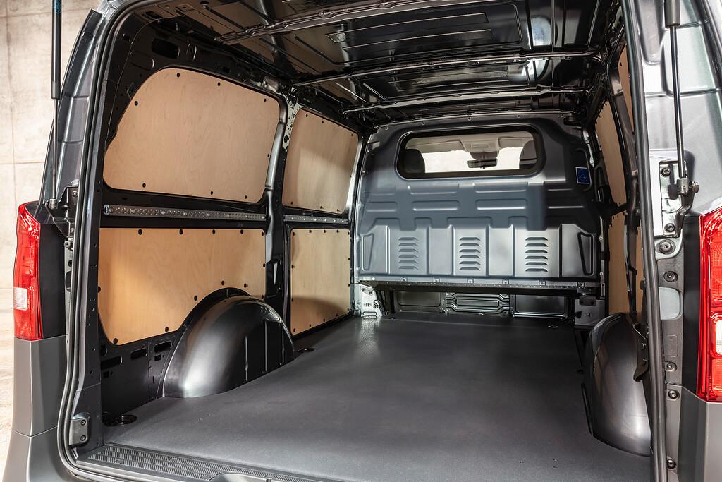 Prenajmite si dodavku MB Vito od lídra v prenájmoch úzitkovych vozidiel Avis Vanrental.